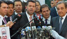 O xerife Carlos Sampaio parece nem se arrepender desta verdadeira fraude. Oportunista convicto, ele agora até bajula o presidente do TSE, ministro Dias Toffoli, a quem acusou de fraudar a eleição para beneficiar Dilma, alimentando a ira dos midiotas