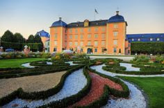 Garden at Schetzingen Castle Frankfurt, Peterhof Palace, Puzzle Of The Day, Famous Architecture, Old Buildings, Bavaria, All Over The World, Cathedral, Jigsaw Puzzles