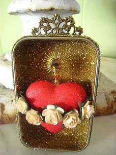 Sacred Heart Altoid Shrine by LaChusma on Etsy Altered Tins, Altered Art, Catholic Crafts, Tin Art, Heart Of Jesus, Arte Popular, Assemblage Art, Religious Art, Religious Icons