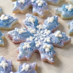 How to make cookies – cute cookie ideas – snowflake cookies – winter Christmas theme treats – festive Christmas or Hanukkah theme sweets – home made DIY gifts – pretty beautiful cookies Arts and Crafts Store Winter Wonderland Snowflake Cake Christmas Sugar Cookies, Christmas Sweets, Holiday Cookies, Holiday Treats, Winter Christmas, Winter Treats, Merry Christmas, Iced Cookies, Cute Cookies