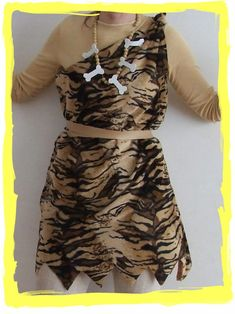 DISFRAZ DE TROGLODITA O CROMAÑÓN en caljoanymas.blogspot.com Fancy Dress Costumes Kids, Adult Costumes, Halloween Costumes, Cavewoman Costume, Costume Carnaval, World Book Day Costumes, Halloween Sewing, Creative Costumes, School Dresses