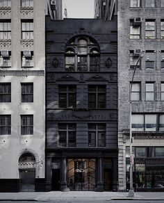 Image from Black Ocean Firehouse by Rafael de Cárdenas / Architecture at Large in New York, United States. Building Exterior, Building Facade, Startup Incubator, Black Building, Classic Building, Black Ocean, Brick Facade, Art Deco, Beautiful Buildings