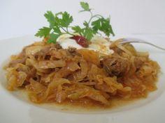 Székelykáposzta Cabbage, Meat, Chicken, Vegetables, Ethnic Recipes, Food, Red Peppers, Essen, Cabbages