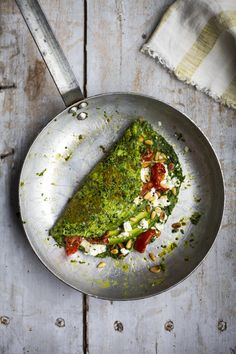 A super green omelette full of all the good stuff from Donal Skehan is definitely on my list of recipes to try. Egg Recipes, Asian Recipes, Healthy Recipes, Healthy Breakfasts, Vegetarian Recipes, Tapas, Taiwanese Cuisine, Super Greens, Molecular Gastronomy