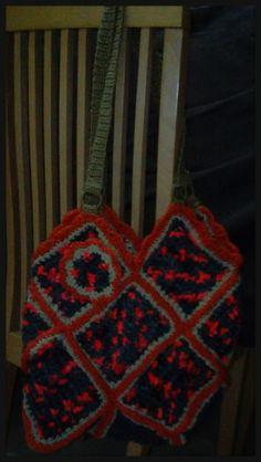Bolso de cuadraditos hecha a ganchillo