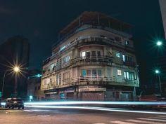 Foto de @foto_aicon La noche en esas calles de Chacao en una excelente muestra   La nostalgia del futuro.  #Caracas #Venezuela #ccs #caminascaracas  #VzlaFotoClub #ig_Caracas_ #GF_Venezuela #streetphotovenezuela #ig_grancaracas  #Ig_Venezuelan_Pro #ccs_entrecalles #hub_ve #loves_caracas #caracas_estrella #instafoto_ve  #ig_venezuela_ #instalovenezuela #loves_venezuela  #great_captures_vzla #greatshots_venezuela #culturachacao #vibravenezuela #ElNacionalWeb #venezuelaunica  #venezuelan_places…
