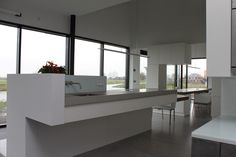 Eiland keuken met Corian en beton