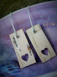 Wooden Jewelry, Resin Jewelry, Jewelry Crafts, Handmade Jewelry, Handycraft Ideas, Wood Ideas, Wood Earrings, Diy Earrings, Birch Bark Baskets