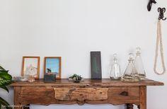 Um apartamento alugado no centro de São Paulo cuja decoração ganha personalidade por meio de móveis vintage e objetos curiosos dos moradores.