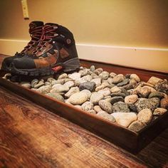 Buy a cheap wooden tray (stain it if you want), fill it with rocks, and use it to hold wet or dirty shoes by the door. Buy a cheap wooden tray (stain it if you want), fill it with rocks, and use it to hold wet or dirty shoes by the door. Men Apartment, First Apartment, Apartment Ideas For Men, Studio Apartment, Bachelor Apartment Decor, College Apartment Decorations, Apartment Ideas College, Bachelor Pad Bedroom, Bachelor Pad Decor