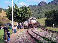 Locomotiva nº 885 com o trem Vitória a Minas na estação ferroviária Dois Irmãos, município de Barão de Cocais