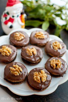 Rețeta clasică de ișlere cu nucă și gem. Cum se fac fursecurile cu nucă. Cum se face glazura de ciocolată pentru fursecuri.