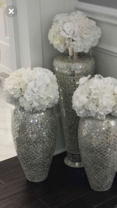 Accessories Glitter Vases Silver Vases Silver Glitter White Hydrangeas Living Room Decor vases decoration livingroomdecoration contemporary 2019 jeeworld is part of Silver living room decor - Silver Living Room, Glam Living Room, Living Room Modern, Living Room Designs, Small Living, Silver Room, Living Rooms, Cozy Living, Kitchen Living