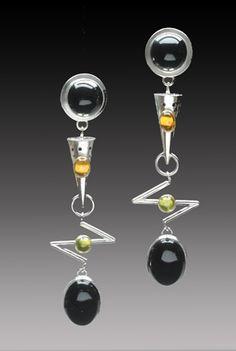 Yumi Ueno Art Jewelry & Metal : Jewelry Gallery. Materials: Onix, citrine, peridot. Silver earrings, long earrings, golden earrings, statement earrings