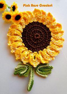 Olá! Mais um Pega Panelas Flor com o tema Girassol ! Eu fiz este da primeira foto hoje, eu sinto não ter o gráfico. Abaixo mais ...