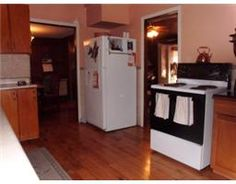 Large Country Kitchen at 33 Woodland Estate, Trent Hills.  http://www.trenton-real-estate.ca
