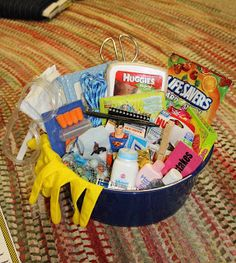 New ideas baby shower gifts for girls basket new moms survival kits Bebe Shower, Baby Boy Shower, Baby Shower Gifts For Boys, Gifts For Girls, Diaper Parties, Baby Kit, Baby Baby, Daddy, Gift Baskets