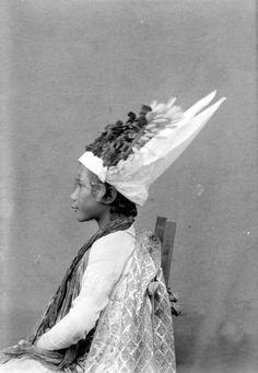 Portret van een jonge Baris danser. TROPENMUSEUM 1910-1920