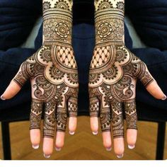 Some trending and stunning mehndi designs for this wedding season! Some trending and stunning mehndi designs for this wedding season!,Mehendi designs Some trending and stunning mehndi designs for this wedding season! Henna Hand Designs, Mehndi Designs Finger, Indian Henna Designs, Simple Arabic Mehndi Designs, Latest Bridal Mehndi Designs, Stylish Mehndi Designs, Modern Mehndi Designs, Mehndi Designs For Girls, Mehndi Designs For Beginners
