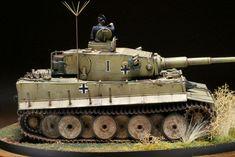 1943年8月頃ロシアでの503重戦車大隊の指揮車。タイガーI型で砲塔番号が「I」。1の1であります。めでたい。11年の1月1日に完成させるべきでした。 ...