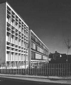 Veduta della parte retrostante dell'ampliamento delle Officine ICO, realizzato tra il 1939 e il 1947. In primo piano l'ampliamento dell'edificio, progettato da Luigi Figini e Gino Pollini con la collaborazione di Annibale Fiocchi e realizzato tra il 1947 e il 1949.