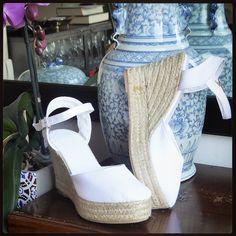 Bridal shoes by mumico www.mumico.es #mumico #brides #bridalshoes #weddingshoes #wedding #white #shoes #wedges #platform #espadrilles#esparteñas #espardeñas alpargatas #madeinspain #traditional #vegan #sustainable #mumishoes