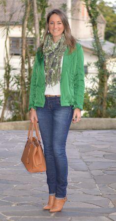 Look de trabalho - look do dia - look corporativo - moda no trabalho - workshops outfit - office outfit - winter outfit - fall outfit - frio - look de inverno - inverno - jeans - jaqueta verde - caramelo - green - boots - bota cano médio
