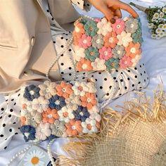 Crochet Clothes, Diy Clothes, Crochet Designs, Crochet Patterns, Floral Bags, Flower Bag, Girls Bags, Handmade Bags, Flower Designs