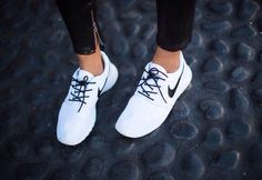 White nike roshe run ♡