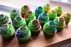 If you were a child of the 80s or 90s, you remember the Teenage Mutant Ninja Turtles. Leonardo, Michelangelo, Raphael, Donatello, Splinter, Shredder... all those names should ring the bells of nostalgia! I saw these decorations and knew I had to make some TMNT cupcakes! Who was your favorite…
