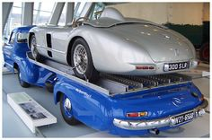 Der Transporter lief 170 km/h dank 3l-Sechszylinder und 192 PS #Mercedes-Benz, Rennwagen Schnelltransporter # Prototypen, Unikate und Kleinserien #oldtimer #youngtimer http://www.oldtimer.net/bildergalerie/mercedes-benz-prototypen-unikate-und-kleinserien/rennwagen-schnelltransporter/70-05-200075.html