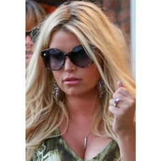 Jessica Simpson wearing Tom Ford Alicia sunglasses
