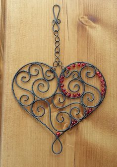 Hanging decoration of the heart Wire Wrapped Jewelry, Wire Jewelry, Barb Wire Crafts, Copper Wire Art, Wire Ornaments, Diy Wind Chimes, Heart Crafts, Wire Hangers, Button Art