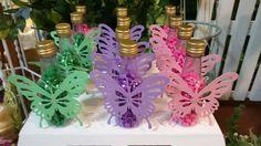 Esse #scrap de #borboleta ficou demais... Esses são parte da mesa decorada com o…