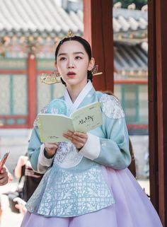 Korean Traditional Dress, Traditional Fashion, Traditional Dresses, Secret Garden Korean, Korean Drama Series, Korean Hanbok, Weeding Dress, Kdrama Actors, Black Pink Kpop