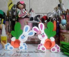 PÁSCOA lembrancinha de páscoa, lembrancinha de páscoa em eva, lembrancinha de páscoa, goma eva, foamy, takriska, coelho em e.v.a, coelho em eva porta bombom de eva porta bombom de pascoa, Ideas Para, Cards, How To Make, Souvenir Ideas, Barbie Dolls, Bonbon, Crafts, Easter Bunny, Appliques