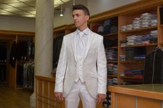 Traje novio blanco brocado, vistas y pantalón sin brocar.  http://www.sastreriacampfaso.es/