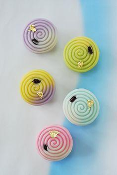 まず一番先に名前が決まった、この和菓子。 ご依頼主のご希望で 『輝き』 かがやき と名付けられました。  静岡伊勢丹デパートの春の恒例イベント...