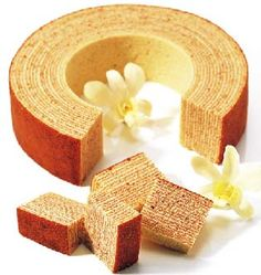 """Baumkuchen/Baumkuchen is a kind of spitcake. The characteristic rings that appear when sliced resemble tree rings, and give the cake its German name, Baumkuchen, which literally translates to """"tree cake"""". Cake Roll Recipes, Healthy Cake Recipes, Quick Healthy Meals, Sweet Recipes, Dessert Recipes, Japanese Cake, Japanese Sweets, Baumkuchen Recipe, Just Desserts"""