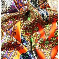 Tissu satin de soie imprimé motif oriental multicolore en coupon de 3 mètres