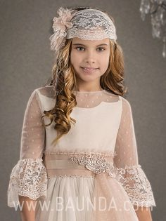 Communion headpiece Marla 2018 style Beautiful communion handmade hairpiece made in Spain. in Baunda Madrid. Online store with worlwide shipping. Little Girl Dresses, Girls Dresses, Flower Girl Dresses, Anna Dress, Wedding Dresses With Flowers, First Communion Dresses, Fancy Hairstyles, Pretty Dresses, Baby Dress