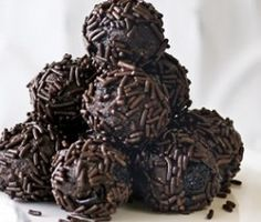 Afters - who can resist a bit of chocolate with coffee? These chocolate rum balls are spiked with dark rum and are just the right size for a nibble. Christmas Truffles, Christmas Food Gifts, Christmas Dishes, Christmas Desserts, Christmas Baking, Christmas Cookies, Christmas Lunch, Xmas Food, Xmas Gifts