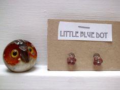 Purple flower tiny post earrings nature di MyLittleBlueDot su Etsy, €4.95