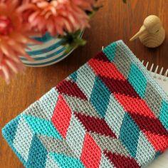 It's official: I need to learn tapestry crochet!  iPad-sleeve | Yarnfreak