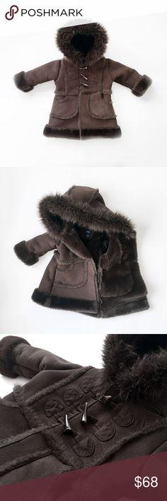 "CHOCOLATE SHEARLING faux fur hooded toggle coat BABY GAP  luxury  quality weight, ultra warm. pockets. toggle closure.  laid flat, seam - seam: chest: 12"" shoulders: 10.5"" nape - hem: 17"" shoulder - cuff: 10""   excellent, unworn. pet/smoke free.  old school hip hop retro vintage 80s sheepskin thick warmest street eskimo winter snow r&b style new york fancy party kids unisex boys girls hooded hoody run dmc my adidas lauren hill grandmaster flash shoes love dark brown espresso infant toddler…"