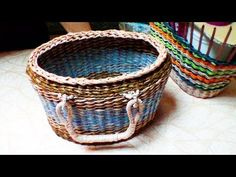 How to weave a bread basket of newspaper tubes./ अखबारों बुनाई - YouTube