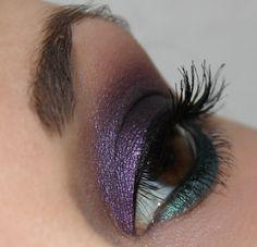 Kiko Colour Sphere Duo Eyeshadow 107 Electric Green/Violet http://www.talasia.de/2015/02/21/eyes-kiko-colour-sphere-duo-eyeshadow-107-electric-greenviolet/