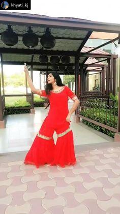 Indian Wedding Songs, Wedding Love Songs, Wedding Dance Video, Indian Wedding Photos, Dance Choreography Videos, Dance Videos, Bollywood Stars, Bollywood Fashion, Simple Dance