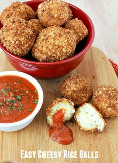 Easy Cheesy Rice Balls Recipe, a great Arancini recipe. Finger Food Appetizers, Yummy Appetizers, Appetizer Recipes, Holiday Appetizers, Holiday Treats, Arancini Recipe, Cheesy Rice, Good Food, Yummy Food