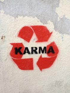 Du bekommst was du gibst. - Street Art Trend 2019 Du bekommst was du gibst. - Du bekommst was du gibst. – Street Art Trend 2019 Du bekommst was du gibst., … Du bekommst was du gibst. – Street Art Trend 2019 Du bekommst was du gibst. Arte Banksy, Banksy Art, Bansky, Urbane Kunst, Get What You Give, Wall Collage, Wall Art, Street Art Graffiti, Street Art Quotes